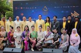 นายกรัฐมนตรี-ครม. ชมนิทรรศการเทศกาลภาพยนตร์อาเซียนแห่งกรุงเทพฯ ครั้งที่ ๕ ฉลองปีแห่งวัฒนธรรมอาเซียน