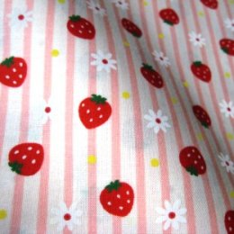 ผ้า cotton ญี่ปุ่น ลายสตอเบอรี่และดอกไม้ลายทางสีชมพู ขนาด 1/8 เมตร (25*55 ซม.)