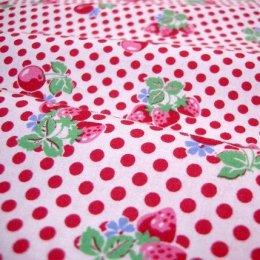 ผ้า cotton ของ A-TWO ลายเชอรี่แดงพื้นขาว ขนาด 1/8 m.(25*55 ซม.)