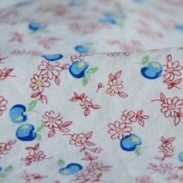 ผ้า cotton & linen ลายแอปเปิ้ลฟ้าพื้นขาว  ขนาด 1/9 เมตร (33*45 ซม.)