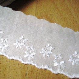 ผ้าลูกไม้ปักสีขาว ขนาด 5 ซม. ราคา/หลา