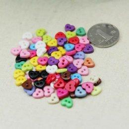 กระดุมหัวใจคละสี ขนาด 0.6 cm. 40 เม็ด/แพ็ค