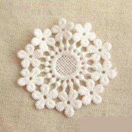 ผ้าลูกไม้ ใช้สำหรับเย็บตกแต่ง สีขาว ขนาด 6 x 6 cm. ราคาอันละ