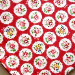 ผ้าญี่ปุ่นดอก พื้นแดง ขนาด 1/4 เมตร (50*55 ซม.)