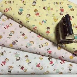 ผ้า cotton ญี่ปุ่น ลายเด็ก พื้นเหลือง ขนาด 45 x 55 ซม.