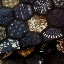 ผ้า cotton ลาย hexagon โทนน้ำเงิน สไตล์ญี่ปุ่น ขนาด 1/4 หลา (45 x 55 ซม.)