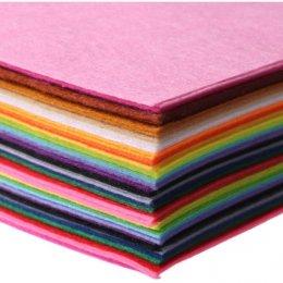 Set ผ้าสักหลาด 40 สี เนื้อแข็งอยู่ทรง ขนาด 15 x 15 cm. หนา 1 มม.