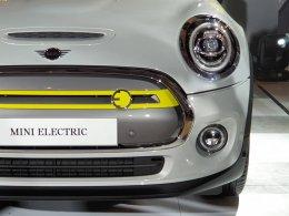 เปิดตัว Mini Cooper SE ขับเคลื่อนด้วยพลังงานไฟฟ้า 100 % เคาะราคา 2,290,000.- (ตัวนำเข้า CBU) ดีงามแบบนี้ไม่โดนไม่ได้แล้ว!