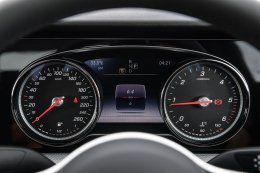 เมอร์เซเดส-เบนซ์ เสริมไลน์รถยนต์อี-คลาสรุ่นประกอบในประเทศ เปิดตัว E 220 d Sport เครื่องยนต์ดีเซล พร้อมรถยนต์ปลั๊กอินไฮบริด   E 350 e รุ่นเพิ่มอุปกรณ์ในราคาใหม่สุดเร้าใจ