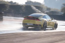 ปอร์เช่ 911 ใหม่ (The new Porsche 911) ที่สุดแห่งศักยภาพความปลอดภัยในการขับขี่ด้วย: Porsche Wet Mode