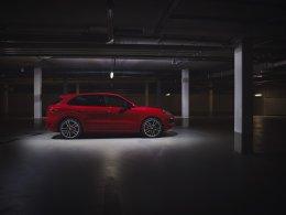 สองสุดยอดสปอร์ต SUV ยกระดับความแรง พร้อมเพิ่มเติมอุปกรณ์พิเศษ ติดตั้งขุมพลังเครื่องยนต์ V8: ปอร์เช่ คาเยนน์ จีทีเอส ใหม่ (The new Porsche Cayenne GTS)