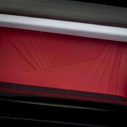 โรลส์-รอยซ์ เผยโฉม 'เรด แฟนธอม' ผลงานรังสรรค์ร่วมกับศิลปินชื่อดัง 'มิกคาลีน ธอมัส'  ในงานประมูลการกุศล เพื่อสนับสนุนองค์กรเรด (RED) และการต่อสู้เพื่อยุติโรคเอดส์