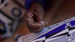 ศิลปินระดับโลก ดร.เอสเธอร์ มาฮ์ลางกู รังสรรค์งานศิลป์ทรงเอกลักษณ์ เฉิดฉายบน 'แกลเลอรี' ของโรลส์-รอยซ์ แฟนธอม