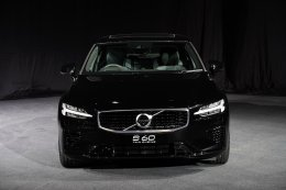 """วอลโว่ต้อนรับศักราชใหม่ เปิดตัวยนตกรรมสุดเอ็กซ์คลูซีฟ """"The All-New Volvo S60""""  สุดยอดสปอร์ตซีดานระดับพรีเมียมจากสวีเดน"""