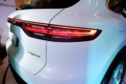 เปิดตัวThe new Porsche Cayenne E-Hybrid โฉมใหม่เริ่มต้นเพียงราคา 7.5 ล้านบาท!!!!