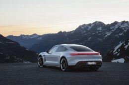 ปอร์เช่ ไทคานน์ (Porsche Taycan) เปิดตัวครั้งแรกของโลก: การถือกำเนิดใหม่ของจิตวิญญาณแห่งรถสปอร์ต