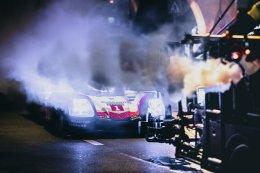 ปอร์เช่ 919 ไฮบริด (Porsche 919 Hybrid) สร้างความฮือฮาหลังปรากฏตัวยามค่ำคืนใจกลางกรุงเทพฯ