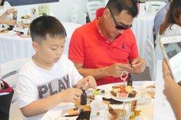 ครอบครัวปอร์เช่ร่วมปรุงน้ำหอมดอกไม้ไทยสานสายใยรักวันแม่