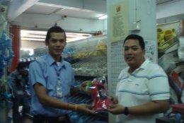 ภาพผู้โชคดีรับมอบรางวัลกับกิจกรรมทายผลแชมป์ฟุตบอลยูโร2012