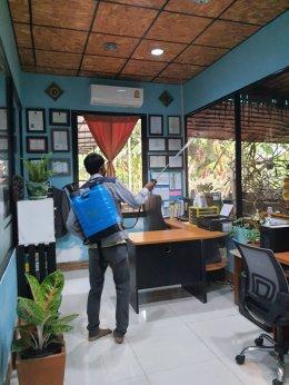 บีเคทีฯ ทำการฉีดยาพ่นยาฆ่าเชื้อป้องกันไวรัสโควิด 19 เพื่อความปลอดภัยของพนักงาน