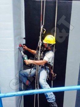 การติดตั้งบนอาคารสูง ผ่านมาตรฐาน IRATA และ BS 7985