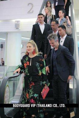 ดาราฮอลลีวูดชื่อดังระดับโลก Drew Barrymore และ Timothy Olyphant ในงาน Event โปรโมทภาพยนตร์เรื่อง Santa Clarita Diet ณ ศูนย์การค้าสยามพารากอน