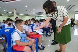 พีธีมอบทุนการศึกษาบุตร ประจำปีการศึกษา พ.ศ.2563 โดยมอบเป็นทุนเรียนดี จำนวน 70 ทุน ทุนปกติ จำนวน138 ทุน มีบุตรของกำลังพล เข้าร่วมรับทุน จำนวน 85 คน