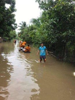คณะสงฆ์จังหวัดนครพนมช่วยพระเเละชาวบ้านที่ประสบอุทกภัยอย่างต่อเนื่อง