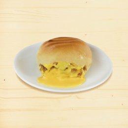 ขนมปังปิ้ง ไส้หมูหยองพริกเผามายองชีส