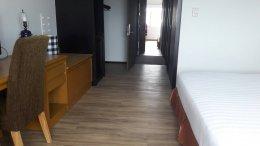 ผลงานรีโนเวทโรงแรมไดนาสตี้ พื้นกระเบื้องยางลายไม้ปูกาวUNIX by SCG JD223