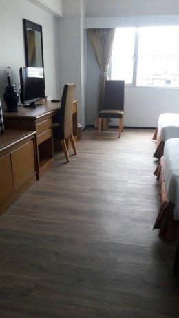 พื้นกระเบื้องยางราคาถูกเหมาะกับงานพื้นห้องพักโรงแรม