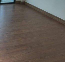 พื้นไม้ลามิเนตสำหรับพื้นห้องนอนและบันไดลามิเนตสไตล์โมเดิร์น