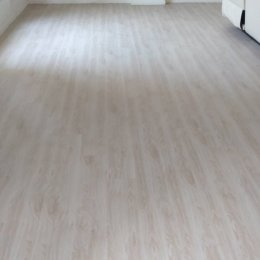 พื้นกระเบื้องยางลายไม้scgราคาถูกสำหรับพื้นห้องนอน