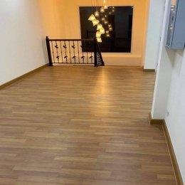 ปูพื้นไม้ลามิเนตSCGราคาถูกสำหรับพื้นห้องนอน