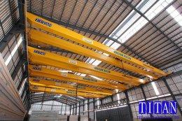 เครนเหนือศีรษะ แบบคานคู่ น้ำหนักยก 10 ตัน กว้าง 28 เมตร ยกสูง 8 เมตร รางวิ่งยาว 133 เมตร