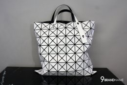 BAO BAO ISSEY MIYAKE Tote White bag 8 x 8