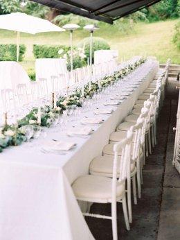 อ้าว!! ต้น ยังใช้โต๊ะกลมอยู่อีกหรอ เดี๋ยวนี้เค้าใช้โต๊ะยาว (Long Table ) กันหมดแล้ว