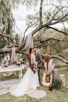 งานแต่งใช้แค่ต้นไม้มาเป็นแบ็คกราวด์
