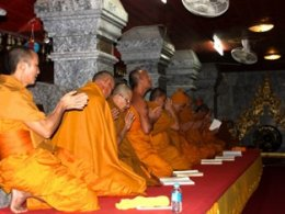 THAI CULTURAL AND TRADITIONAL ACTIVITIES FOREIGNERS VISITING THAILAND