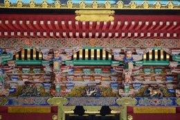 รอบอาคารโบราณญี่ปุ่นมีรูป 12 นักษัตร รับคติมาจากจีน