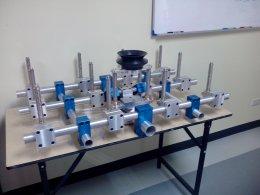 มือหุ่นยนต์หยิบแผ่นเหล็กที่ซ้อนกัน