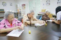 ศิลปะติดแปะรูปภาพ มีประโยชน์อย่างไรกับผู้สูงวัย ? | รพ.ผู้สูงอายุ Chersery Home