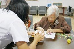 ศิลปะติดแปะรูปภาพ มีประโยชน์อย่างไรกับผู้สูงวัย ?