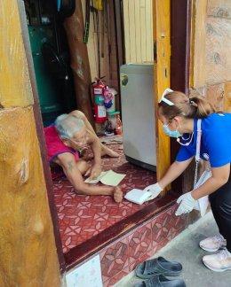 """ทุกอย่างทำด้วยใจ """"เจนิส"""" ขอเป็นอีกส่วนหนึ่งเล็กๆของคนไทยส่งน้ำใจ ช่วยชาวคลองเตย"""