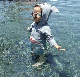 ชุดว่ายน้ำฉลามจิ๋ว