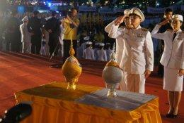 จุดเทียนชัยถวายพระพรและถวายราชสดุดีเฉลิมพระเกียรติวันพ่อ