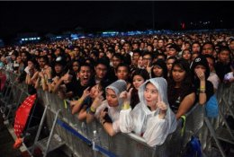 AJ สนันสนุน Linkin Park Live in Bangkok