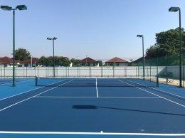สนามเทนนิส