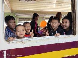 สีสันวันเด็กคึกคักทั่วลำปาง ผู้ว่าเปิดห้องทำงานให้เด็กนั่งสร้างแรงบันดาลใจ