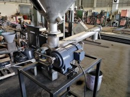 Build a screw conveyor to test feed with carbon black.